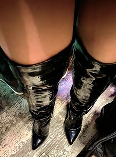 Thigh High Boots Heels, Sexy High Heels, Heeled Boots, Pictures Of High Heels, Sexy Stiefel, Shoe Selfie, Beautiful Heels, Long Boots, Sexy Boots