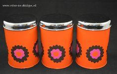 Brabantia voorraad blikken 'Patrice'  Leuke set van drie vintage voorraad blikken van Brabantia met bloemenmotief 'Patrice'. Uitermate geschikt voor het bewaren van uw koffie, thee, suiker, koffiepads of andere spulletjes. zie: http://www.retro-en-design.nl/a-41610130/vintage/brabantia-voorraad-blikken-patrice/