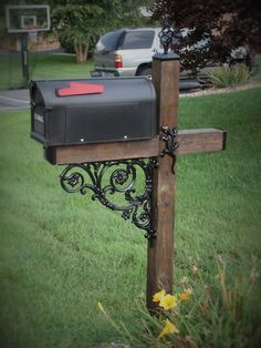 Gecko Wrought Iron Post Accessory Kit Tired of looking at your Plain old wood mailbox post while everyone else has a beautiful looking mailbox post. Why let the thing that sticks out in front of your Mailbox Garden, Diy Mailbox, Mailbox Landscaping, Mailbox Post, Mailbox Ideas, Mailbox Stand, Mailbox Monogram, Mailbox Designs, Wooden Mailbox