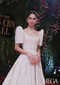 From Maymay Entrata, Liza Soberano, to Bea Alonzo, see the top 10 women who owned the red carpet of the ABS-CBN Ball Modern Filipiniana Gown, Filipiniana Wedding, Grad Dresses, Bridal Dresses, Nice Dresses, Formal Dresses, Julia Baretto, Philippines Dress, Traditional Dresses