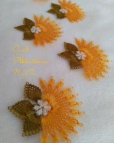 Bilgi ve irtibat 👉 . Filet Crochet, Crochet Motif, Needle Lace, Needlework, Diy And Crafts, Miniatures, Embroidery, Sewing, Instagram