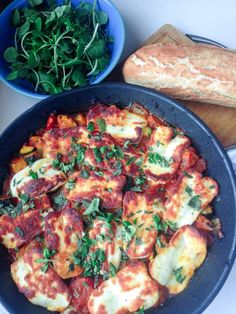 Tomato and Halloumi Bake. This halloumi bake perfectly combines the healthy freshness of vegetables with the chewy salty halloumi for a delicious vegetarian dinner. Vegetarian Dinners, Vegetarian Cooking, Vegetarian Recipes, Healthy Recipes, Healthy Food, Hallumi Recipes, Veggie Recipes, Cooking Recipes, Milk Recipes