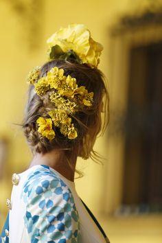 Flor de cera, almendro y delphinium.  Traje de flamenca: Johanna Calderón.Complementos y flores: Blanco Azahar. Crown, Instagram, Jewelry, Fashion, Orange Blossom, Flamenco Dresses, Wax, White People, Flowers