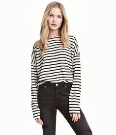 Light gray/striped. Top in soft striped jersey with dropped shoulders and long sleeves.