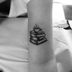 Una tacita de café y sentarte a leer un buen libro: el mejor plan del mundo. | 26 Delicados tatuajes que te vas a querer hacer si amas el café