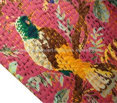 В Японии это называется боро, в Индии - кантха, и то и другое это стежковая вышивка по лоскутам. Но если индианки предпочитали цветные нитки для стежки, то японки брали в основном однотонные. Правда это был не вопрос эстетического выбора, а вопрос практичности - грубые ткани сшивались суровыми…