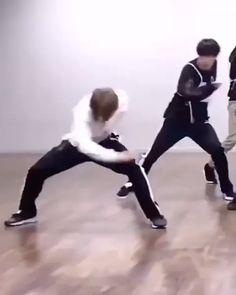 Kim Taehyung Funny, Jimin Jungkook, Bts Bangtan Boy, Bts Taehyung, Bts Boys, Dance Choreography Videos, Dance Videos, Bts Dance Practice, Bts Concept Photo