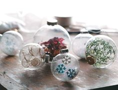 Clear glass ornaments+ old xmas decorations= new xmas ornaments! Diy Paper Christmas Tree, Christmas Ornament Crafts, Noel Christmas, Diy Christmas Ornaments, Homemade Christmas, Holiday Crafts, Christmas Decorations, Homemade Ornaments, Christmas Ideas