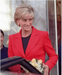 Princess Diana, 1997 After the divorce tons of camera's were in her face, one guy looked like his body was touching her face to face