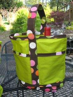 So what could possibly be more fun than one cute tote to carry your favorite wine? Two complementary totes made from the same free pattern! So just in time for the Spring wine festival season, we'r…