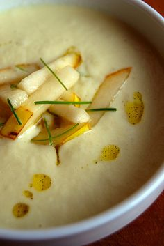Parsnip pear soup by RusticKitchen, Food N, Good Food, Food And Drink, Yummy Food, Great Recipes, Soup Recipes, Yummy Recipes, Parsnip Soup, Hot Soup