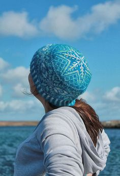 Ravelry: Snowflakes for Adrienne Hat pattern by Claire Neicho. Matching mitts also available.