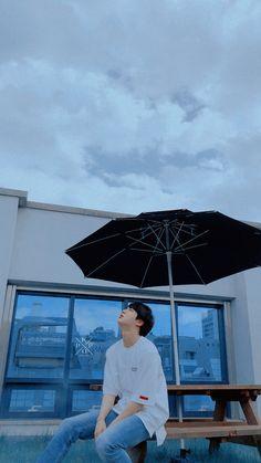 It will rain ♡ Jin Kim Seokjin Bts, Bts Kim, Bts Taehyung, Hoseok, Namjin, Foto Bts, V And Jin, Fangirl, V Bts Wallpaper