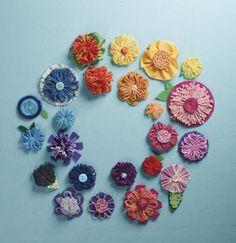yarn & felt flowers #flowers #yarn #felt