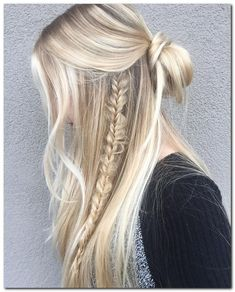 Easy Hairstyle: Half Up Half Down...