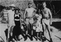 Amerikaanse militairen met Surinaamse meisjes - WO II Suriname