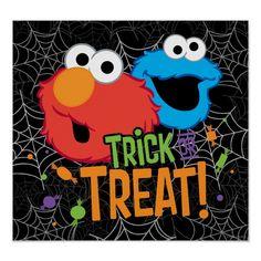 Póster Monstruo y Elmo de la galleta - truco o invitación | Zazzle.com Elmo, Halloween Cartoons, Halloween Trick Or Treat, Free Paper, Christmas Card Holders, Custom Posters, Customized Gifts, Custom Gifts, Custom Framing