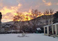 In die snikhete somer smag ons mos na bietjie sneeu in Suid-Afrika, soos in die skilderagtige prentjie van Swallows Nest Chalet! Swallows, South Africa, Nest, Van, African, Outdoor, Outdoors, Vans, Swallow