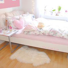 New bedding from Primark  #cozy#bed#bedroom#lovely#bedding#flowers#pink#room#details#roomforgirl#eleganceroom#photooftheday#instadaily#interiorforgirls#decoration#interior#roomforinspo#roominteriors#roomforinspiration#inspiration#roomdetails#decor#inspo#pretty_home#interiorforinspo#interior4all#primark#pillows#happyeaster#bedside