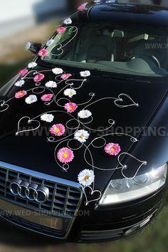 Rose et blanc gerberas décoration voiture mariage