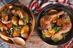 Super leckere Entenkeulen mit Kartoffeln und Pilzen. Ganz einfach im Ofen zubereitet.  http://einfach-schnell-gesund-kochen.de/entenkeulen-mit-gebackenen-kartoffeln-und-pilzen/