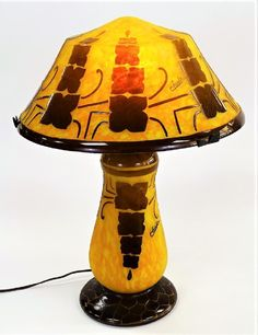 SIGNED CHARDER CAMEO GLASS TABLE LAMP