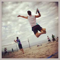 Jumping Beach tennis
