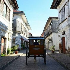 crisologo street vigan city philippines Ilocos, Pinoy, Southeast Asia, Vigan Philippines, Wander, Saints, Mary, Street View, Carving