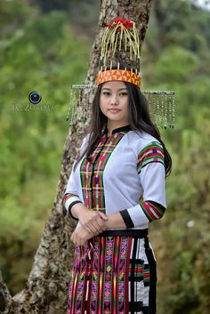 AND, I just love Mizo girls. They are always amazingly beautiful. Myanmar Traditional Dress, Traditional Dresses, Naga People, Burmese Girls, Northeast India, Culture Clothing, Burma Myanmar, Folk Costume, Beautiful Saree