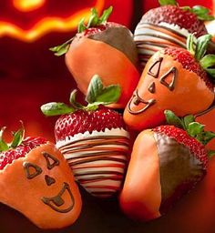 """Pumpkin chocolate covered strawberries? I'd do this for halloween if kids """"trick or treated"""" in my neighbourhood lol"""