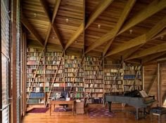 This large home library room is located in the architecture prize-winning residence in Costa Rica. The house is situated on the sea shore and has beautiful views through the large windows in the home library. Home Library Rooms, Home Libraries, Attic Library, Library Wall, Attic Office, Open Library, Cozy Library, School Libraries, Attic Playroom