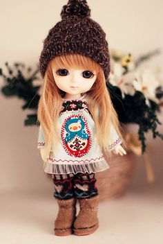 adorable outfit & LUV those tiny boots