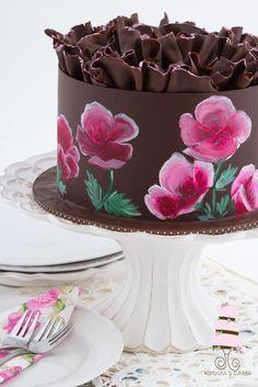 Painted chocolate cake, Farbpulver, Gel und Alkohol (oder Öl). Muster mit Nadel markieren und ausmalen.