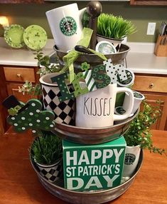 Original link for this fun St Patrick's Day tiered tray display St Paddys Day, St Patricks Day, Holiday Crafts, Holiday Fun, Festive, Holiday Decor, Galvanized Tiered Tray, St Patrick's Day Decorations, Tiered Stand