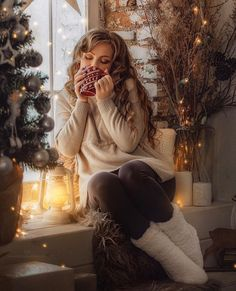 Christmas Photography, Winter Photography, Photography Poses, Christmas Portraits, Christmas Photos, New Year Photoshoot, Christmas Aesthetic, Winter Wonder, Christmas Fashion