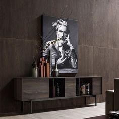 Das Novamobili Sideboard Reverse passt mit seinem zeitlosen Design in jeden Raum.  #Sideboard #Schrank #Novamobili #Livarea #zeitlos #modern #retro #Designermöbel #Designmöbel #interiordesign #interiordecorating #Wohnzimmer #livingroom #home #wohnen #einrichten #lowboard
