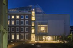 renowned italian architect renzo piano has completed work in cambridge, massachusetts at the site of harvard art museums.