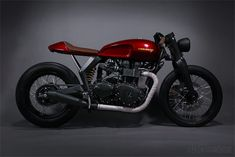 With help from Triumph and Barbour, designers Ray Norton and Tom Kasher have re-envisioned the classic Bonneville as a retro-modern concept called the Speed Twin Triumph Cafe Racer, Cb 450 Cafe Racer, Style Cafe Racer, Triumph Motorcycles, Custom Motorcycles, Custom Bikes, Cafe Racers, Triumph Scrambler, Cafe Style