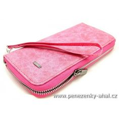 70268791252 Velká růžová dámská peněženka s motivem žíhané kůže má odepínací poutko