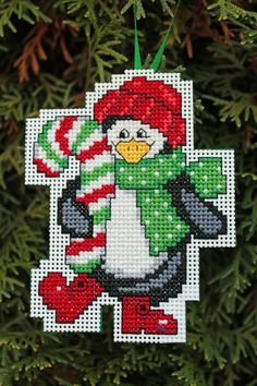 Cross Stitch ornamento de la Navidad - pingüino sosteniendo el bastón de caramelo