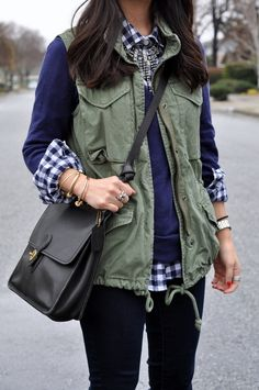 navy and white gingham shirt + navy sweater + olive utility vest + black purse + black skinny jeans Layering Outfits, Winter Outfits, Layering Clothes, Winter Clothes, Look Fashion, Womens Fashion, Fall Fashion, Boutique, Passion For Fashion
