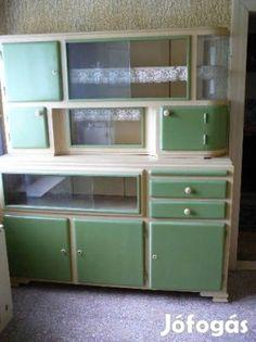 Kitchen Cabinets And Cupboards, Kitchen Larder, Kitchen Dresser, Old Kitchen, Green Kitchen, European Kitchens, Vintage Kitchen Decor, Shabby Chic Furniture, Furniture Makeover