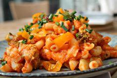 Pastagratin med rejer, broccoli samt tomat - hurtig og simpel