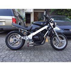 #mulpix Honda Modelo: NTV Año: 1993 Maquina : 650cc Precio: RD160,000 Papeles al día y placa nueva!!! Modificada #honda #ntv #650 #1993 #custom # #harleydavidson #harleydavidsondr #sdq #santodomingo #sevende #vende #motocicletasrd #bikesrd #honda #kawasaki #bmw #suzuki #Yamaha #bikenation #bikeworld #harleynation #samcro #harleydavidsondr INFORMACION: 8087499010