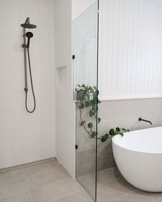 Be inspired by Beaumont Tiles' bathroom ideas gallery. Browse our collection of bathroom design ideas in a range of styles to inspire your next reno. Light Grey Bathrooms, Grey Bathroom Tiles, Coastal Bathrooms, Bathroom Renos, Bathroom Inspo, Bathroom Ideas, Bathroom Design Inspiration, Bathroom Interior Design, Beaumont Tiles