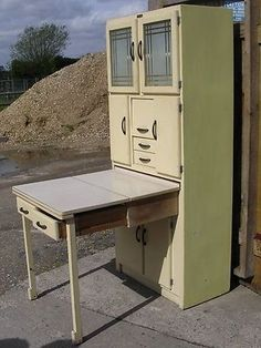 "Vintage or ""Kitchen Queen"" cabinet with pull out table.practically perfect for a century tiny house, or any home with a small kitchen. Kitchen Queen Cabinet, Hoosier Cabinet, Kitchen Cabinets, Cupboards, Kitchen Retro, Vintage Kitchen, Retro Kitchens, Vintage Decor, Retro Vintage"