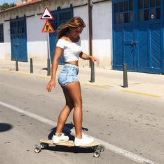 "1,070 Likes, 31 Comments - N A N Y (@nanihasbunn) on Instagram: ""Seja você mesmo ✌☀️ #longboard #longboardgirl #longboarders #Barcelona #barcelonamola…"""
