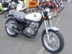 Honda CB 223. Vrooom~