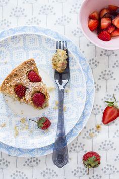 strawberry and pistacchio cake