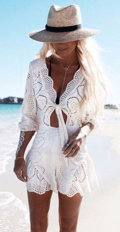 White Outfits Ideas for Women Kadınlar İçin Beyaz Kıyafet Fikirleri White Lace Jumpsuit, Lace Romper, Playsuit, Vetement Hippie Chic, Mode Hippie, Mode Top, Boho Fashion, Womens Fashion, Beach Fashion